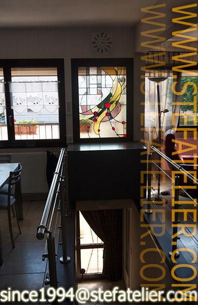 Vitrail moderne pour une fen tre stef atelier vitraux d art for Cuisine fenetre atelier