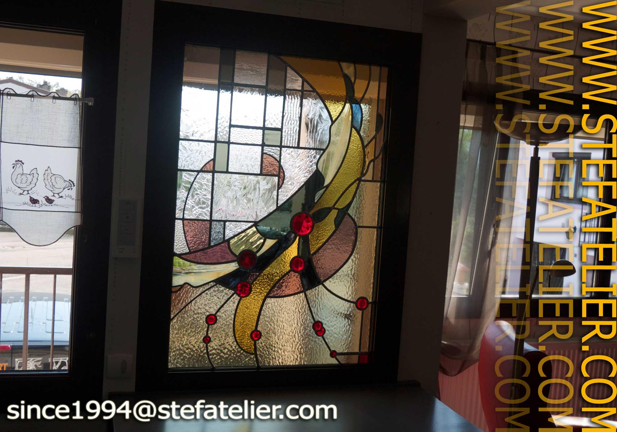 Vitrail moderne pour une fen tre stef atelier vitraux d art - Porte d entree avec vitrail ...