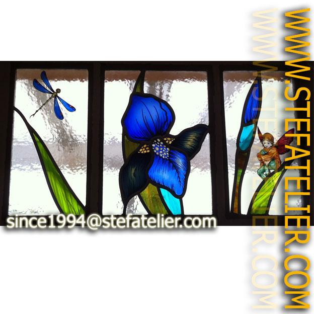 vitrail de création libellule et elfe pour imposte de porte
