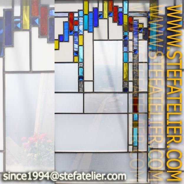 vitrail moderne aux cabochons pyramides bleues