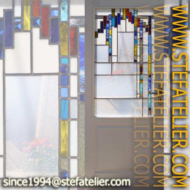 vitrail moderne aux cabochons pyramides bleues et opalines