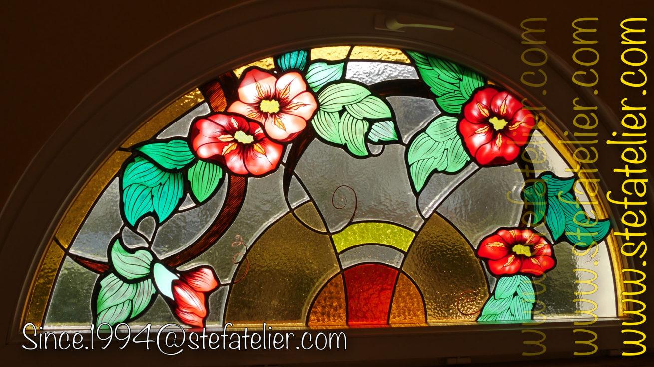 vitrail-fleurs-rouges-1