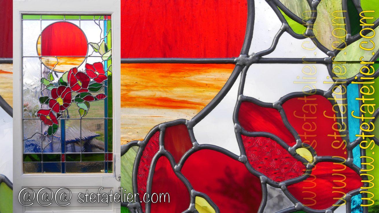 vitrail fleurs rouges moderne
