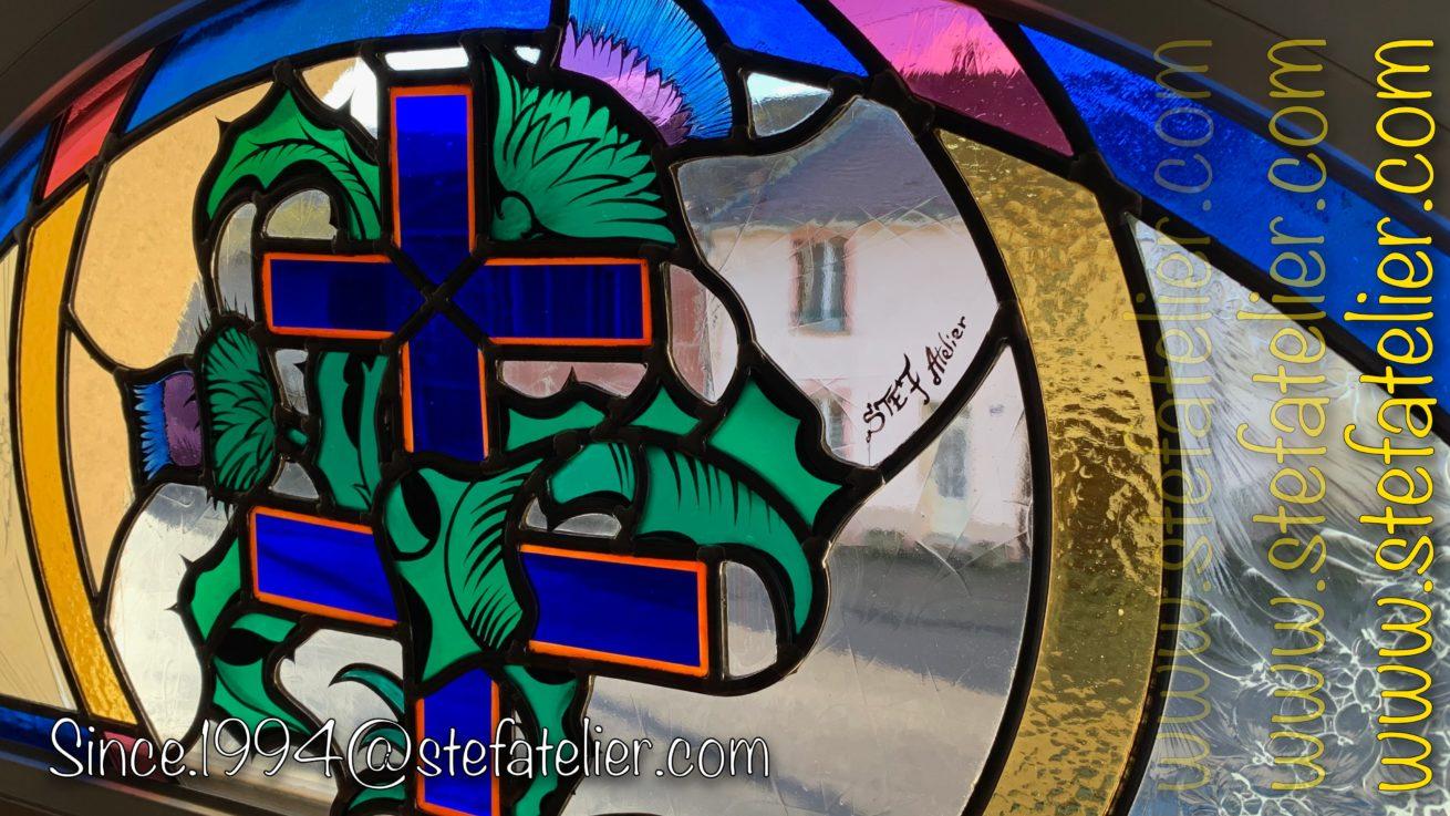 vitrail croix de lorraine et chardons
