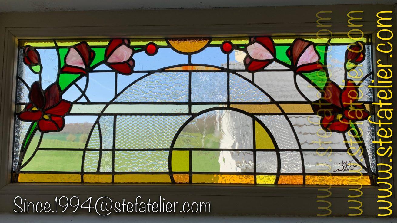 vitrail moderne avec fleurs