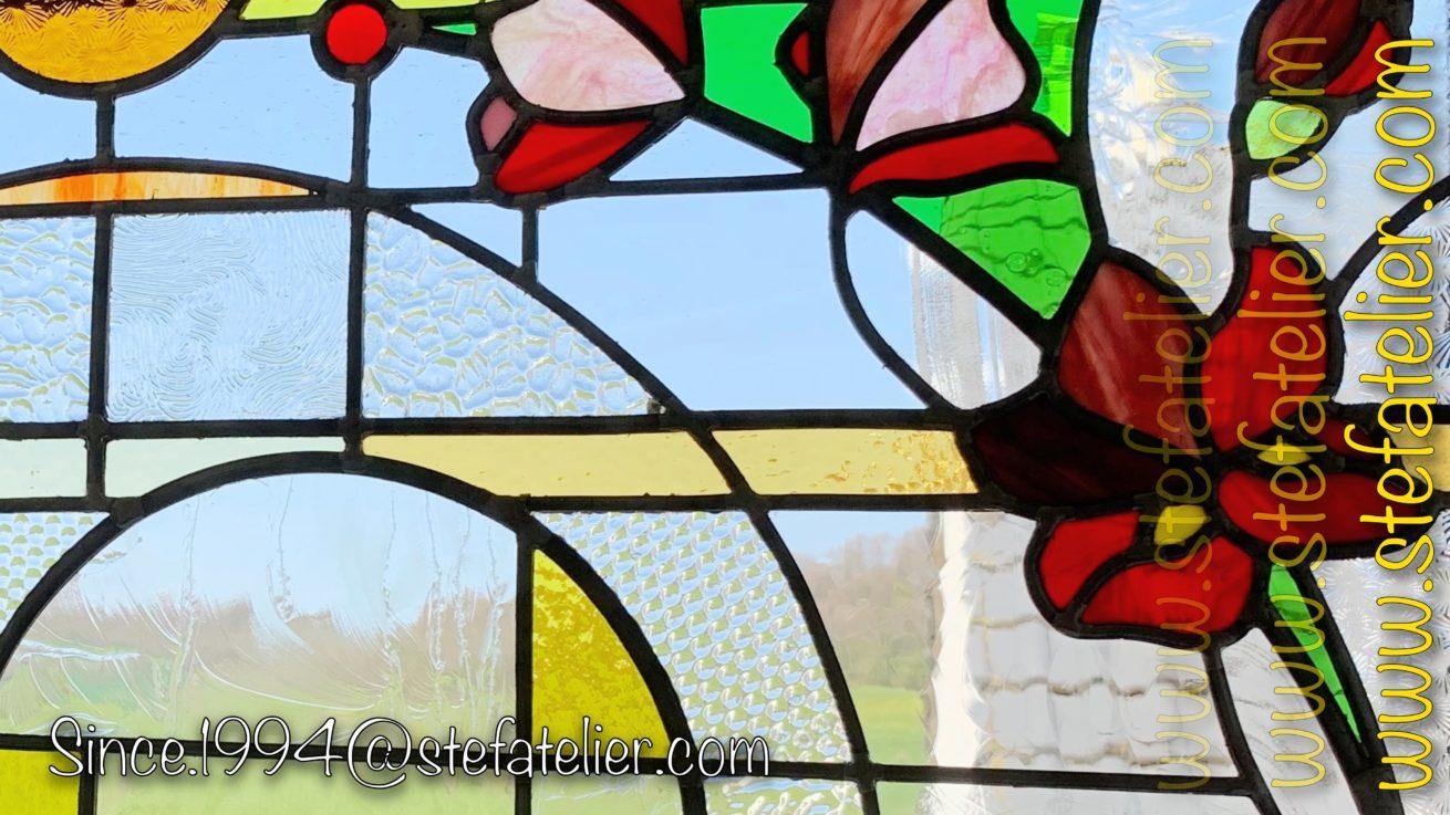 vitrail moderne fleurs rouges