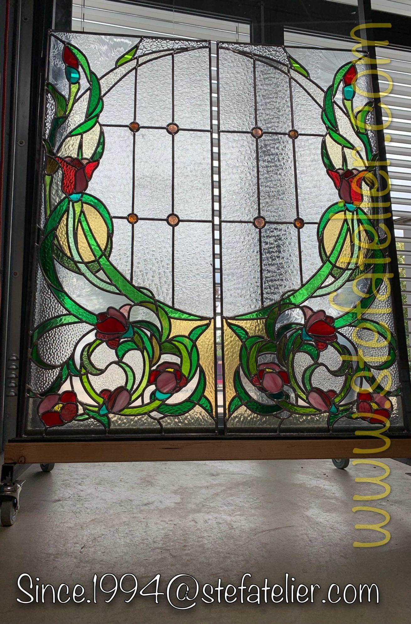 vitrail vitrerie fleurs rouges