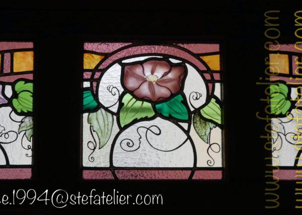 gros plan sur restauration d'un vitrail art nouveau à nancy