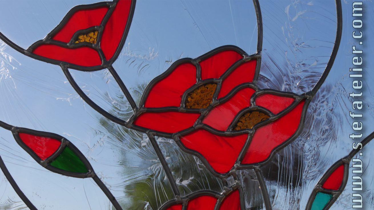 fleurs de coquelicots en vitrail au plomb