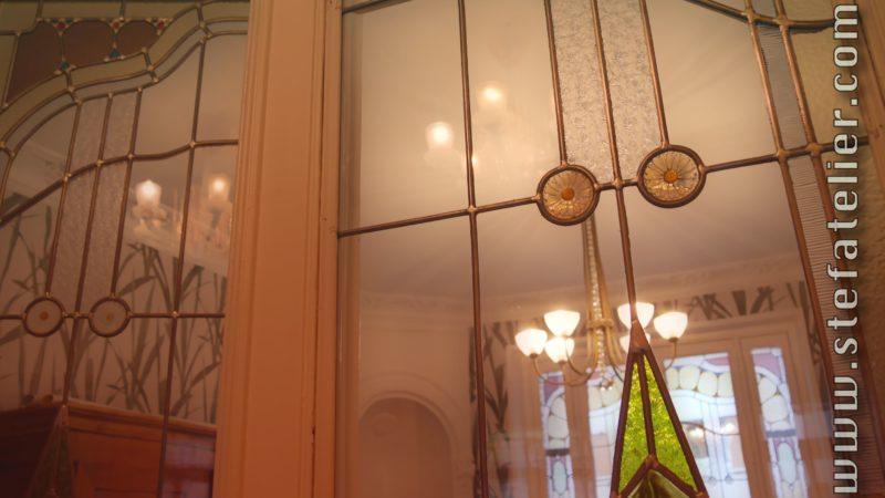 vitraux art déco dans maison à nancy. Double porte