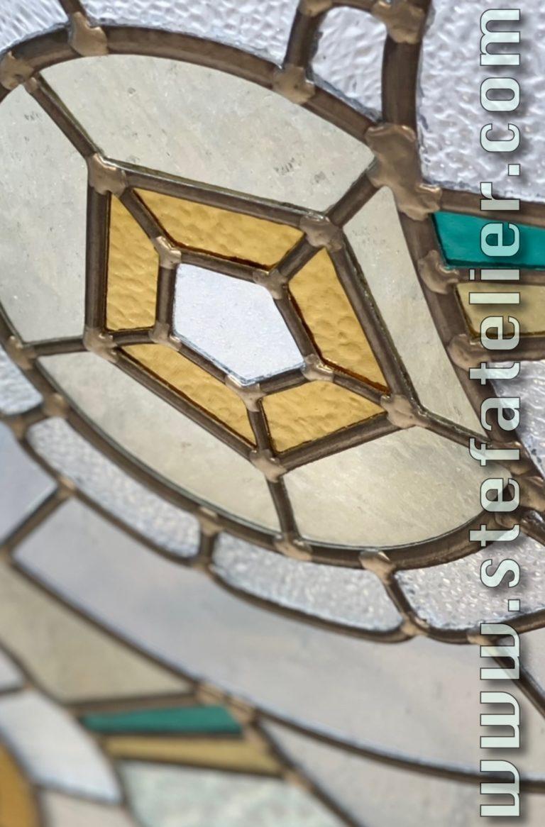 vitrail décoratif et verres givrés,raynurés,ondulé,cathédrale