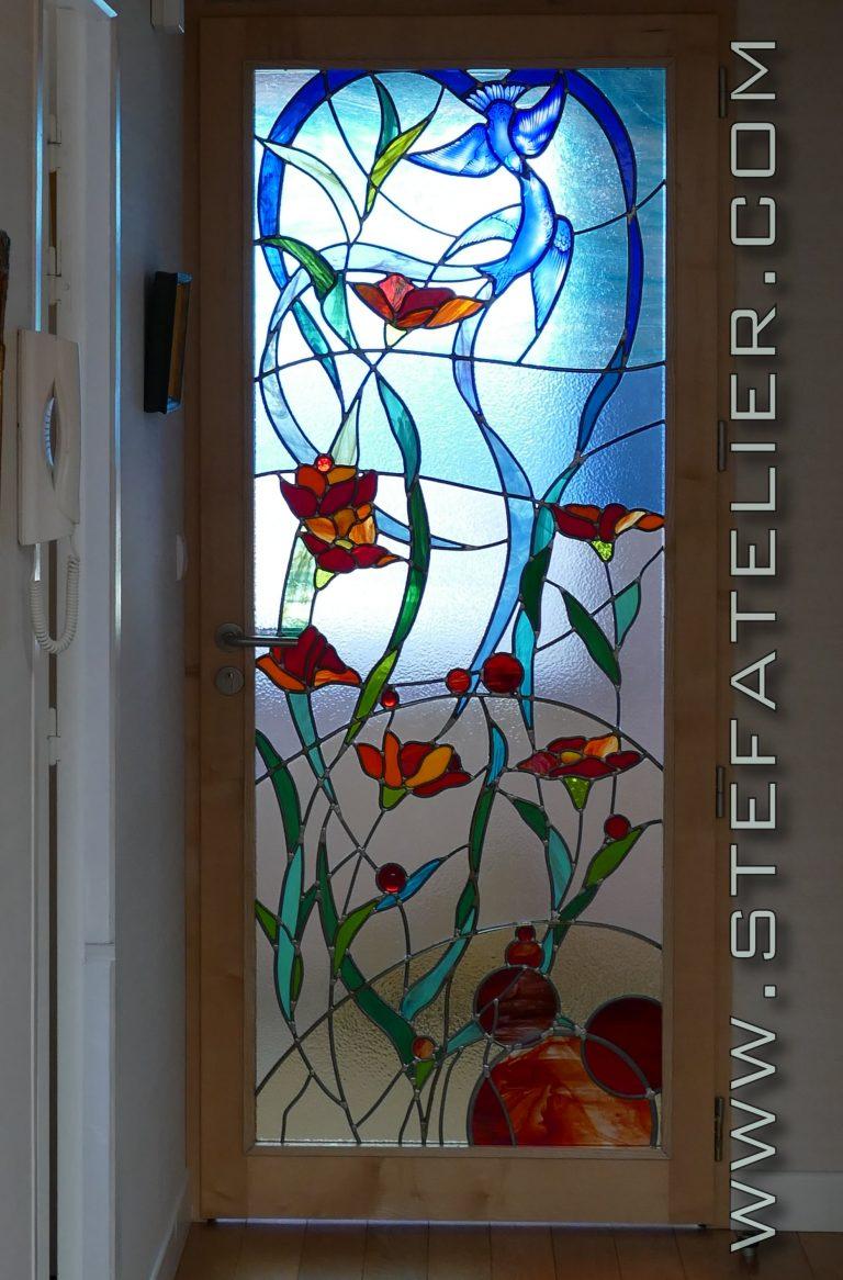 vitraux oiseaux et fleurs rouges